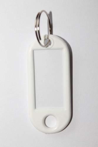 22. Kľúčenka s príveskom - biela