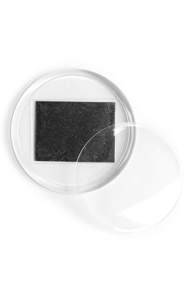 15. Akrylová magnetka na chladničku (priemer 5,4 cm)